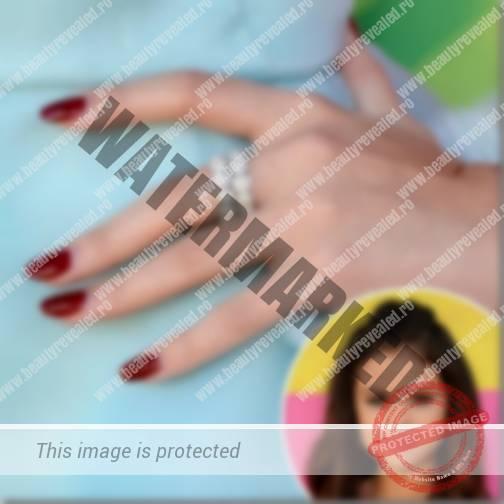 Selena-Gomez-manichiura-vedete-2_thumb