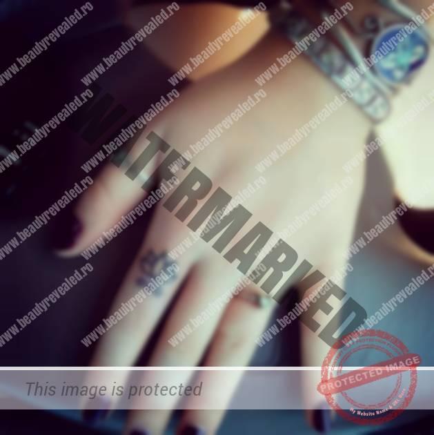 tatuaje-mici-pe-degete-16