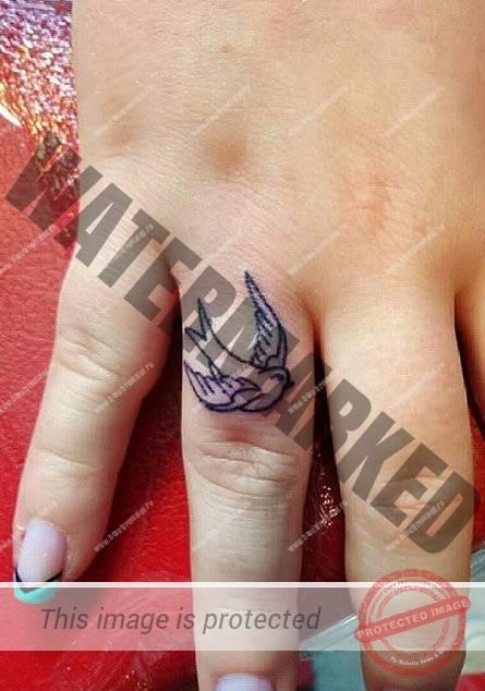 tatuaje-mici-pe-degete-18