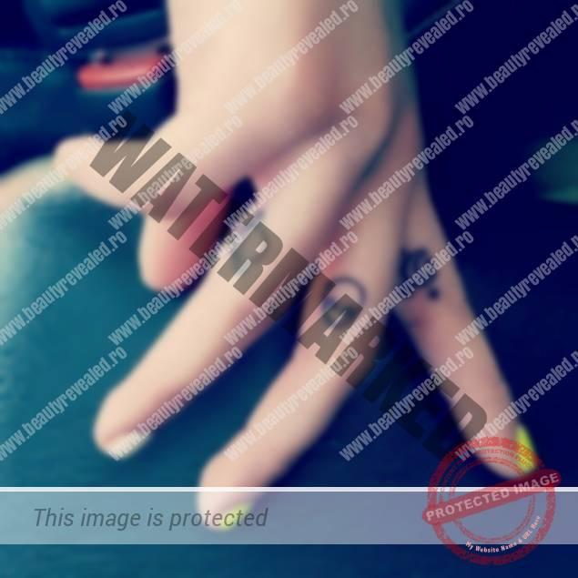 tatuaje-mici-pe-degete-21