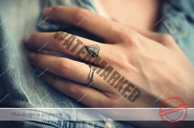 tatuaje-mici-pe-degete-27