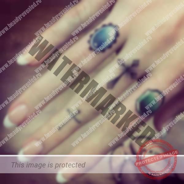 tatuaje-mici-pe-degete-37