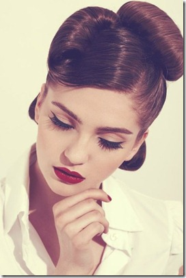 beauyful red lips and eyeliner