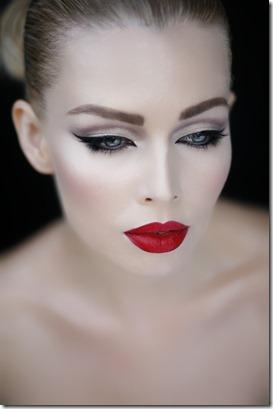 cat-eye-red-lips