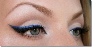 eyeliner colorat albastru